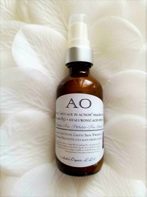 "Organic ""anti-age in action"" niacinamide (vitamin B3) + hyaluronic acid serum"